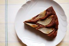 Dolce di cioccolato con le pere Immagine Stock