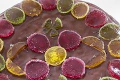 Dolce di cioccolato con marmellata d'arance Immagine Stock