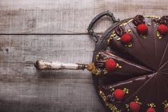 Dolce di cioccolato con marzapane ed i lamponi Fotografia Stock Libera da Diritti