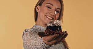 Dolce di cioccolato per celebrare stock footage