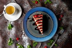 Dolce di cioccolato in zucchero in polvere fotografia stock