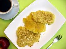 Dolce di frutta e scones con coffe Fotografie Stock Libere da Diritti