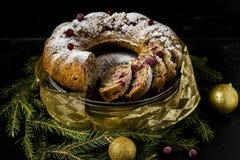 Dolce di Natale con i mirtilli rossi e le noci Fotografia Stock Libera da Diritti