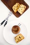 Dolce di pepita di cioccolato sul piatto bianco Fotografie Stock