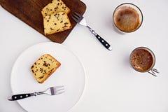 Dolce di pepita di cioccolato sul piatto bianco Immagine Stock Libera da Diritti