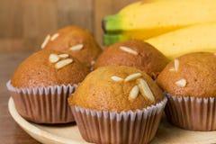 Dolce di recente al forno, dessert alto e tailandese vicino della tazza della banana Immagine Stock