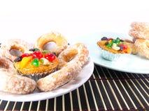 Dolce e Sugar Donut della frutta immagini stock
