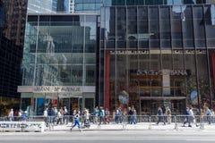 Dolce & Gabbana, Armani shoppar i den femte avenyn, Manhattan, NYC Royaltyfria Bilder