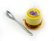 Dolce giallo con il cucchiaio Fotografia Stock Libera da Diritti