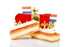Dolce olandese tipico del tompouce con la corona Fotografia Stock Libera da Diritti