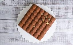 Dolce quadrato della mousse del velluto del cioccolato Fotografie Stock