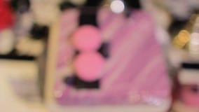 Dolce quadrato rosa con i mirtilli stock footage