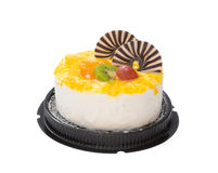 Dolce squisito su bianco con il kiwi arancio dell'uva e cioccolato sulla cima Immagine Stock