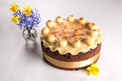 Dolce tradizionale di Britannici Pasqua del dolce di Simnel, con la guarnizione del marzapane e le 12 palle tradizionali di marza Immagini Stock