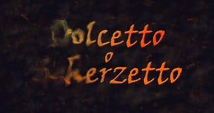 Dolcetto o Schezetto y x28; Truco o Treat& x29; Texto italiano que disuelve en el polvo de la izquierda Foto de archivo libre de regalías