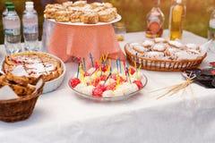 Dolci dolci, biscotti, dessert, crostata casalinga della torta della fragola Agglutini, alimento al forno dolce della pasticceria Fotografie Stock Libere da Diritti