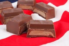 Dolci del cioccolato sulla bandiera americana Fotografie Stock Libere da Diritti