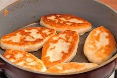 Dolci dell'ucranino fritti in una pentola Fotografia Stock Libera da Diritti