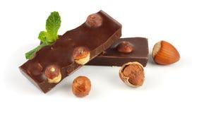 Dolci delle caramelle di cioccolato con la nocciola isolata su bianco Fotografie Stock Libere da Diritti
