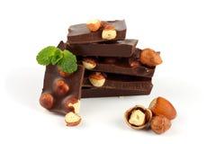 Dolci delle caramelle di cioccolato con la nocciola isolata su bianco Fotografia Stock