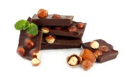 Dolci delle caramelle di cioccolato con la nocciola su bianco Immagini Stock