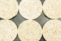 Dolci di riso come fondo fotografia stock