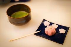 Dolci e t? verde giapponesi fotografia stock libera da diritti
