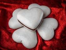 Dolci in forma di cuore del pan di zenzero Fotografie Stock Libere da Diritti