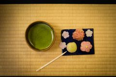 Dolci giapponesi ed immagine del tè verde fotografie stock libere da diritti