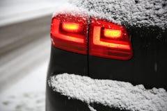 Dold bil för Snow arkivfoton