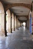 Dold gångbana med bågar i Cuzco, Peru Royaltyfria Bilder