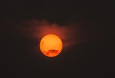 Dold sol för brinnande ogenomskinlighet Arkivbild