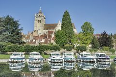 Dole und der Doubs-Fluss Lizenzfreies Stockfoto