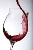 dolewania czerwone wino Fotografia Royalty Free