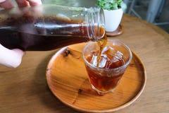 Dolewania parzenia Zimna kawa Obrazy Royalty Free