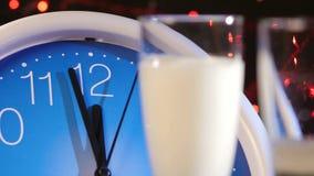 Dolewanie szampan w szkła na nowy rok wigilii zbiory