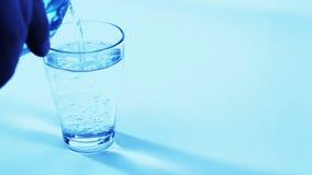 dolewanie szklana woda zdjęcie wideo