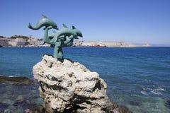 Dolfijnstandbeeld in de stad van Rhodos, Griekenland Stock Foto