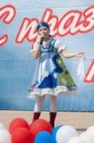 Dolgih Olga canta uma canção Fotos de Stock Royalty Free