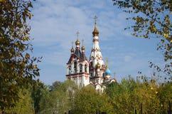DOLGOPRUDNY, RÚSSIA - 27 de setembro de 2015: Igreja do ícone de Kazan da mãe do deus Imagens de Stock