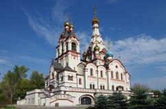 DOLGOPRUDNY, RUSIA - 27 de septiembre de 2015: Iglesia del icono de Kazán de la madre de dios Fotografía de archivo