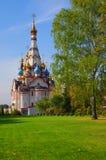 DOLGOPRUDNY, RUSIA - 27 de septiembre de 2015: Iglesia del icono de Kazán de la madre de dios Fotografía de archivo libre de regalías