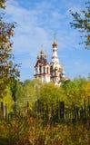 DOLGOPRUDNY, RUSIA - 27 de septiembre de 2015: Iglesia del icono de Kazán de la madre de dios Imágenes de archivo libres de regalías
