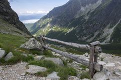 Dolina di Mengusovska, traccia di escursione importante al supporto Rysy, alte montagne di Tatra, Slovacchia, vista stupefacente  Immagini Stock Libere da Diritti