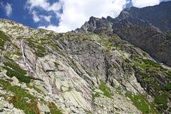 Dolina di studena di Mala - valle in alto Tatras, Slovacchia Immagine Stock