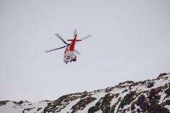 Dolina do ¡ de Studenà do ¡ de Malà - Vysoké Tatry/Eslováquia - 15 de fevereiro de 2019: Helicóptero do salvamento da montanha n foto de stock royalty free