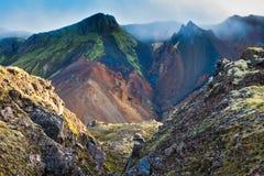 Dolina otaczająca rhyolite górami Obrazy Stock