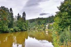 Dolina rozdarta w Kyselka wiosce przy zaczynać czeska jesień Ohre Zdjęcie Stock