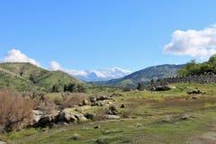 Dolinny prowadzić sekwoja park narodowy, Kalifornia w odległości zdjęcia stock