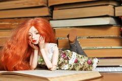 Doll en boek royalty-vrije stock afbeeldingen